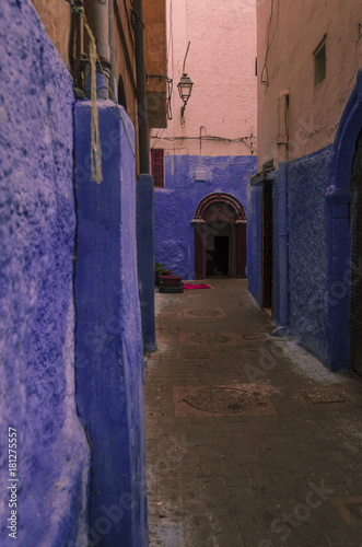 Tuinposter Smal steegje Casablanca Streets
