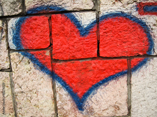 Plexiglas Graffiti red heart graffiti on brick wall as declaration of love
