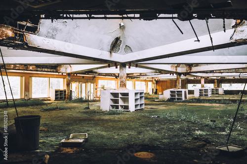 Foto op Canvas Oude verlaten gebouwen Abandoned Hotel