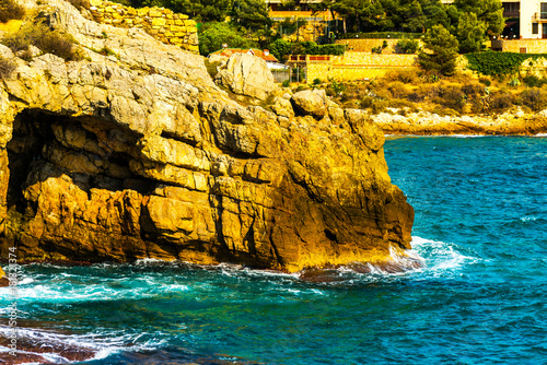 Aluminium Oranje high cliff above the sea, summer sea background, many splashing waves and stone