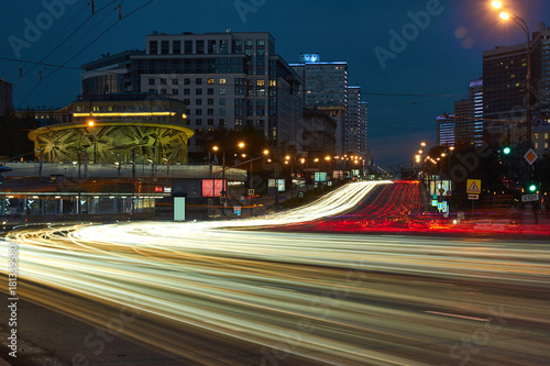 Fotobehang Moskou Blurred motion of city traffic at dusk