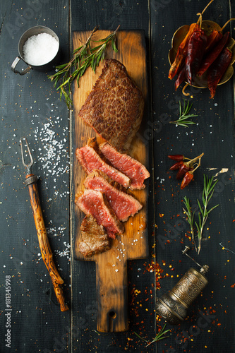 Foto op Canvas Steakhouse Grilled steak with spices and herbs