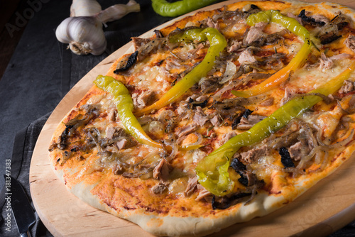 Tuinposter Hot chili peppers fresh and tasty Peperoni Pizza