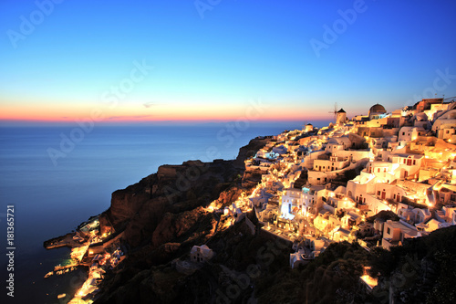 Staande foto Santorini Illuminated Oia Village at Sunset on Santorini Island Greece