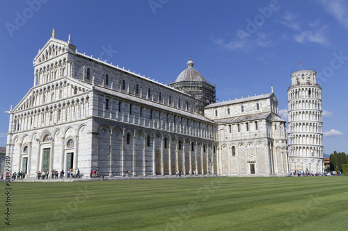 Papiers peints Toscane Miracles Square with its famous inclined tower of Pisa