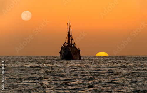Plexiglas Schip Ocean Sunset Ship Silhouette