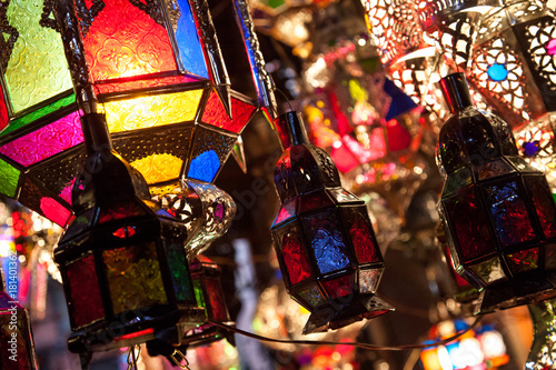 Keuken foto achterwand Marokko Bunte Lampen und Laternen auf Markt in Marokko