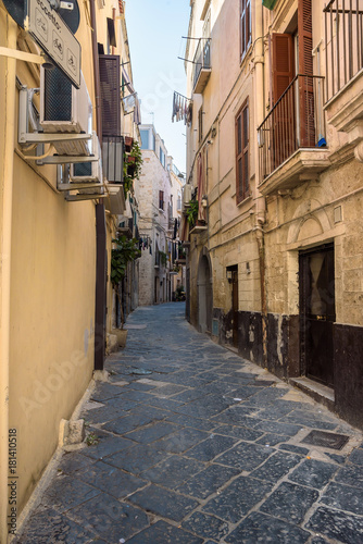 Foto op Canvas Smal steegje Narrow street in the old town of Bari