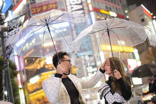 Plexiglas Tokio Night raining day at shibuya with japanese couple