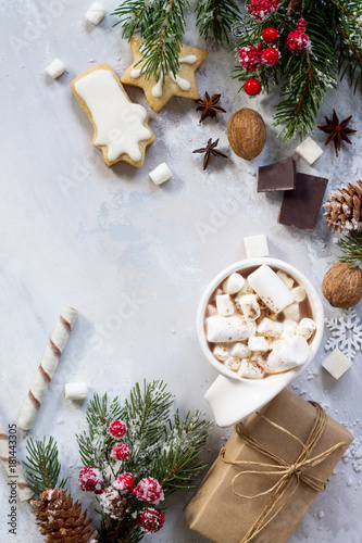 Foto op Canvas Chocolade Christmas frame. A cup of hot chocolate and gingerbread, Christmas gifts on the table. Flat lay, top view with copy space.
