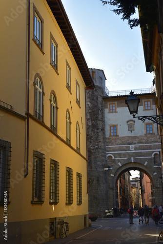 Fototapeta Ruelle de la Porta San Gerasio à Lucca en Toscane, Italie