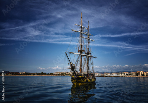 Papiers peints Navire Old wooden sailing ship in the sea on summer day