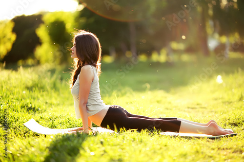 Poster Woman practicing yoga outdoors