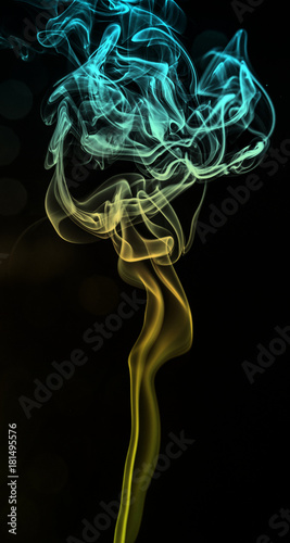 In de dag Abstract wave Colorful smoke isolated on black ackground