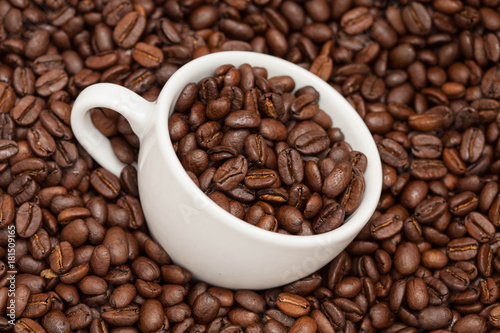 Poster Cup in roasted coffee beans