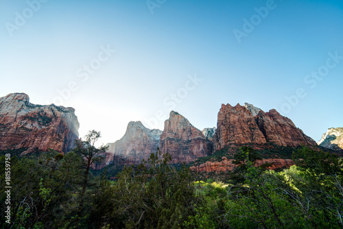 Fotobehang Blauw Zion National Park - Three Patriarchs