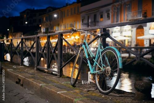 Fotobehang Milan Naviglio Grande canal bike