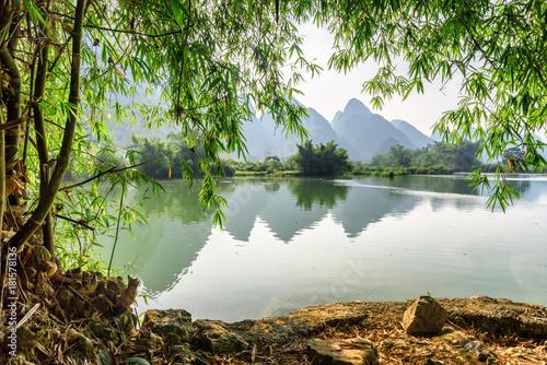Fotobehang Bergrivier Amazing view of the Yulong River at Yangshuo, Guilin, China