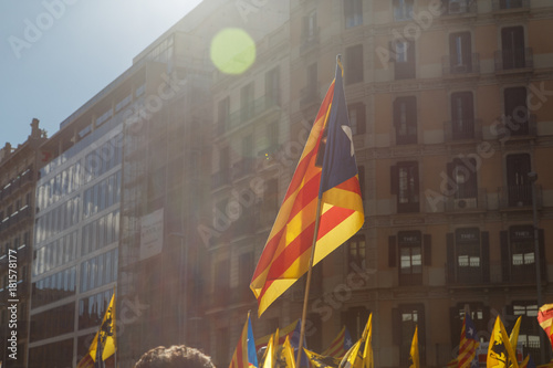Papiers peints Barcelone Barcelona, Catalonia, Spain, September 11, 2017: People on street on riot during national day from Catalonia claming for independence of Catalunya in Barcelona with catalan flags. Editorial caption