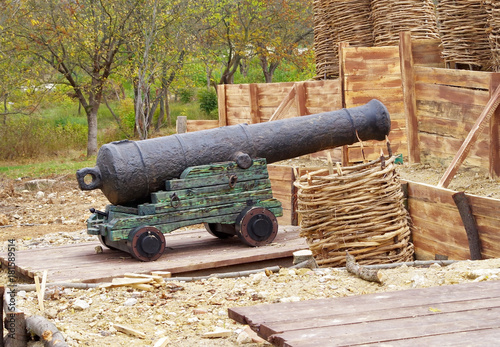 Keuken foto achterwand Schip imitation old coastal position of ship gun