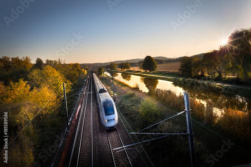Fotobehang Spoorlijn Train à grande vitesse concept transport