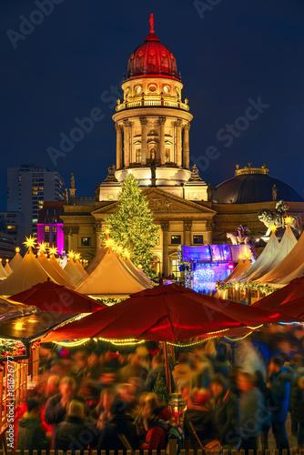 In de dag Berlijn Christmas market near Deutscher Dom in Berlin, Germany