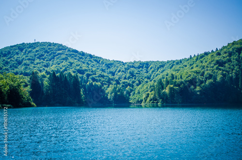 Staande foto Blauwe jeans Plitvice lakes landscape