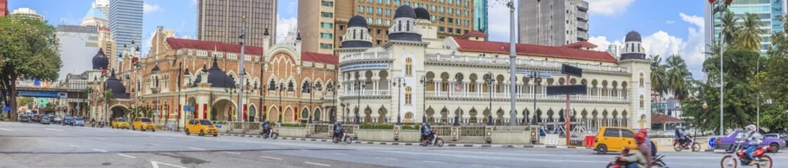 Panoramaaufnahme einer Strasse in Kuala Lumpur tagsüber mit Strassenverkehr fotografiert in Malaysia im November 2013