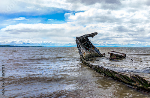 Foto op Plexiglas Schip Baie-Saint-Paul in Quebec, Canada shipwreck in water with waves