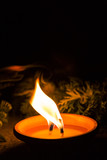 zdjęcie tradycyjnego znicza na cmentarzu - 181693545