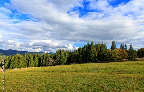 Tuinposter Blauwe hemel landscape in the mountains