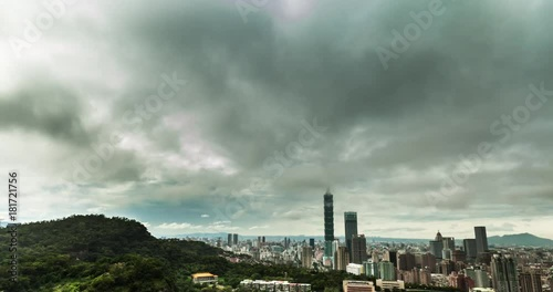 Poster Beautiful cloud day timelapse taipei 101 skyline in the Mt. Tiger Peak Taiwan city 2017