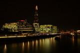 Fototapeta London - Nocnywidok na city of london i rzekę Tamizę, długie naświetlanie © Wioletta