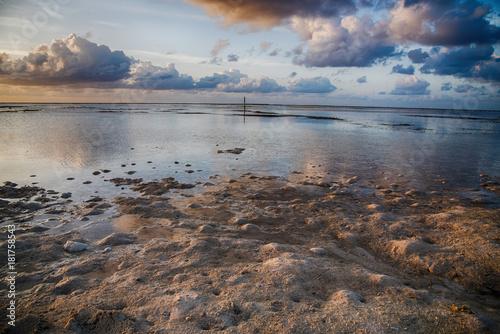Foto op Canvas Ochtendgloren Sunrise over the sea ocean waves in Maldives