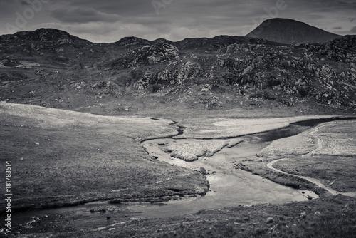 Aluminium Donkergrijs Hiking through Valleys in Scotland