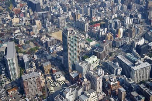 Fotobehang Spoorlijn 日本の都市の高層マンション