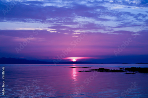 Foto op Canvas Violet sunset above the sea