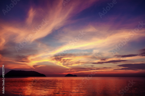 Tuinposter Zee zonsondergang Bright colorful sea sunset, magic colors of nature
