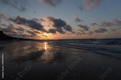 Plexiglas Strand Wolkenspiel im Sonnenuntergang
