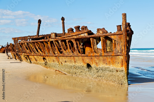 Foto op Aluminium Schipbreuk the antique rusty and damagede boat and corrosion