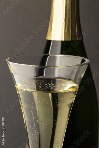 Plakat champagne glass with champagne bottle