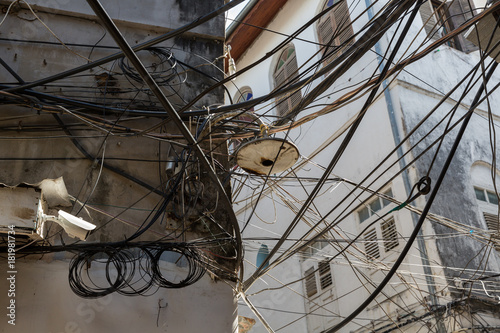 Fotobehang Zanzibar Sansibar - Elektrische Verkabelung in der Old Town