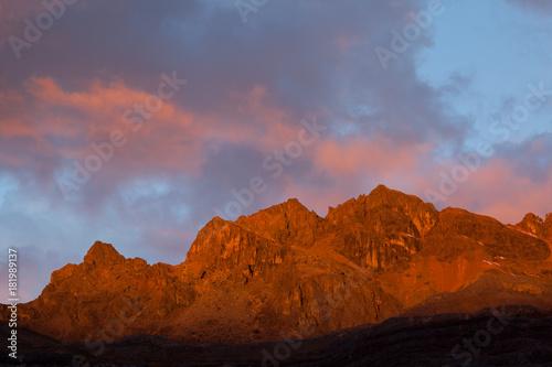 Staande foto Lavendel Sunrise Cordillera Huayhuash