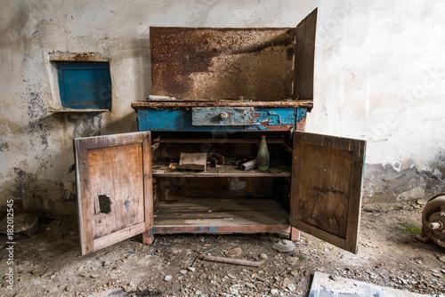 Fotobehang Oude verlaten gebouwen Old abandoned factory rooms, empty tool cabinet