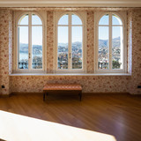Retro room with floral wallpaper - 182035506