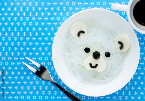 Plexiglas Ijsbeer Polar bear white rice noodles