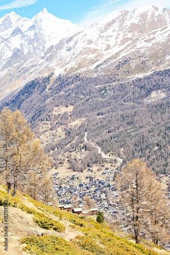 Fotobehang Lente Hiking Trails over Zermatt