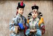 Quadro mongolian couple in traditional 13th century style outfits