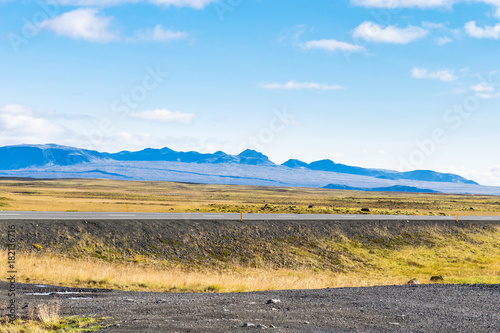 Papiers peints Piscine country road and roadside in Iceland in sunny day