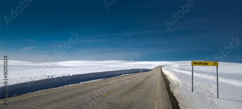 Poster Nachtblauw Route du Cap Nord, Finnmark, Norvège